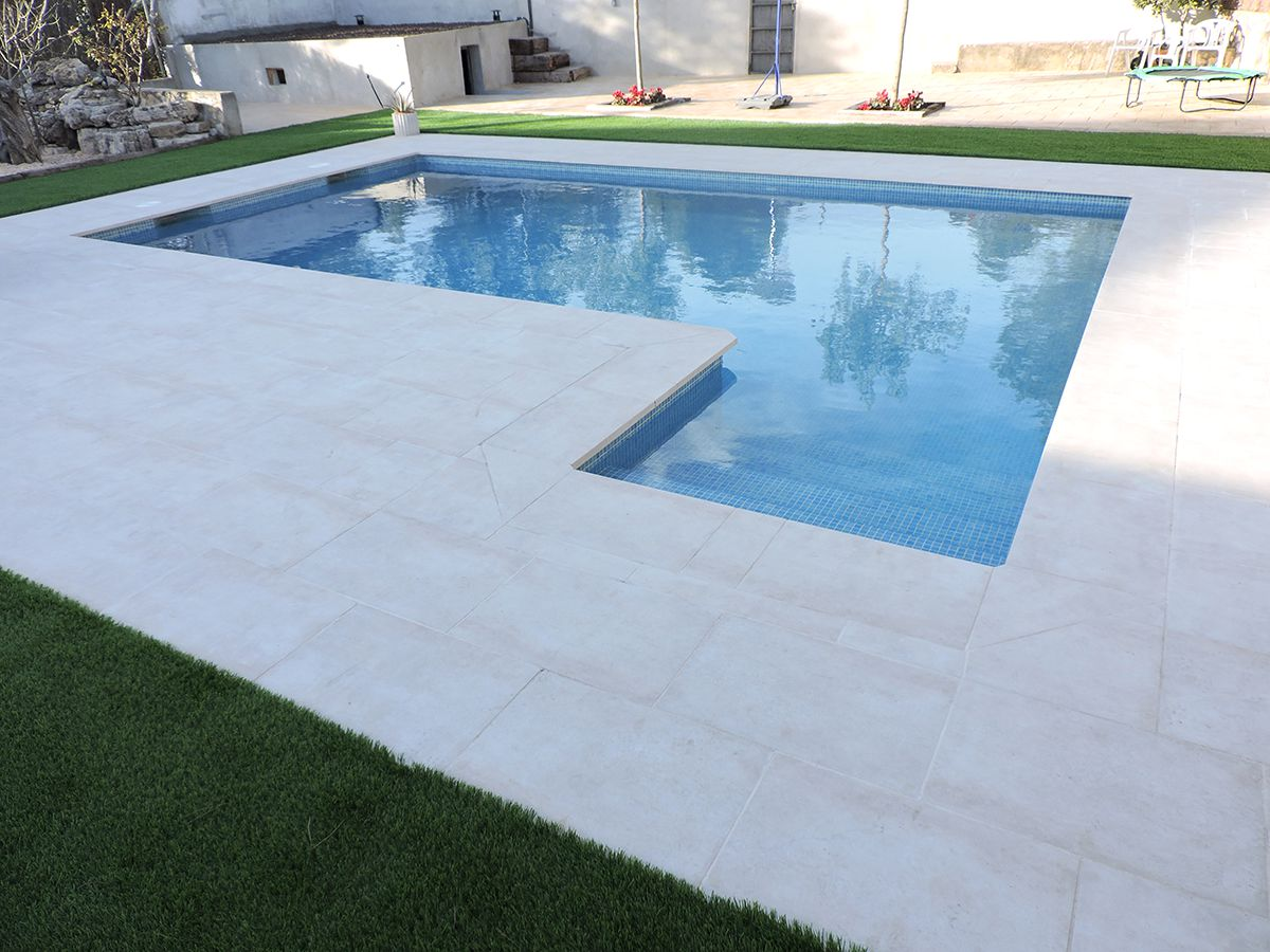 Construcci n de piscinascreamos piscinas con dise os for Diseno piscina