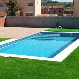 Construcción de un jardín con piscina