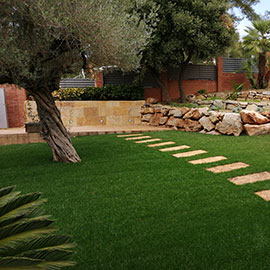 Construcció de jardí i piscina